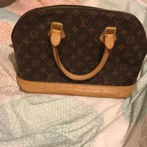 Luis Vuitton purse